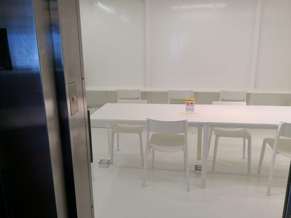 コワーキングスペース「DIAGONAL RUN FUKUOKA」には、金庫室をリニューアルしたワークスペースが。